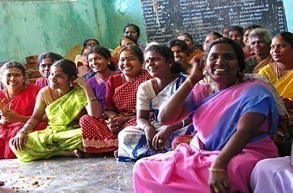 När du bokar en föreläsare, moderator eller underhållare hos oss så bidrar även du till kvinnliga entreprenörer i U-länder genom Hand-in-Hand