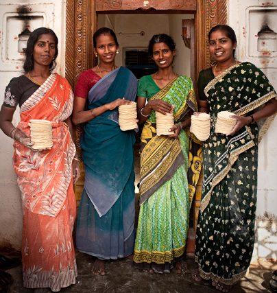Vi stöttar kvinnors företagande via Hand in Hand.
