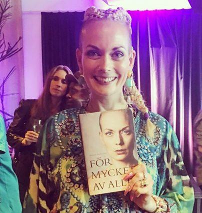 Programledaren Sanna Bråding har släppt boken För mycket av allt.