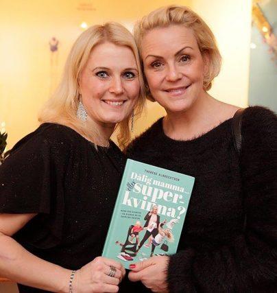 Therese Albrechtson är aktuell med boken Dålig mamma eller superkvinna där hon intervjuat 30 kända kvinnor om karriär och framgång.