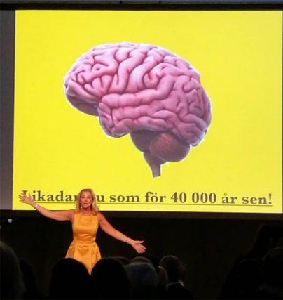 Boka fantastiska Mi Ridell som underhållande konferencier med sång eller för en föreläsning om kroppsspråk.